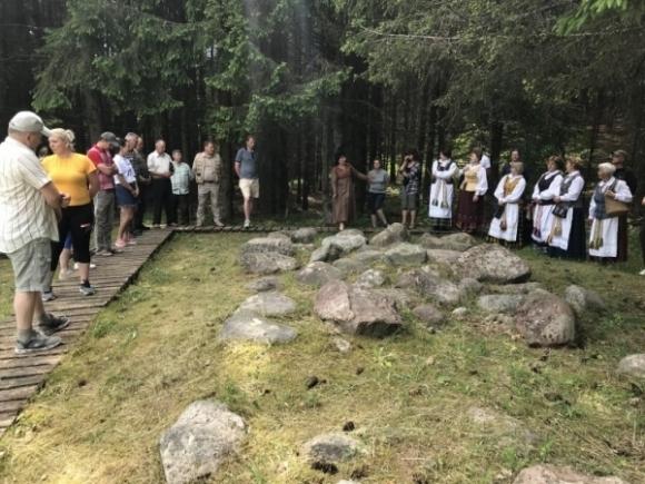 Vyr. kultūrologė pristato Mergiškių alko šventyklą