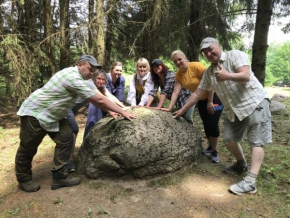 Prie švento mergiškių alko akmens
