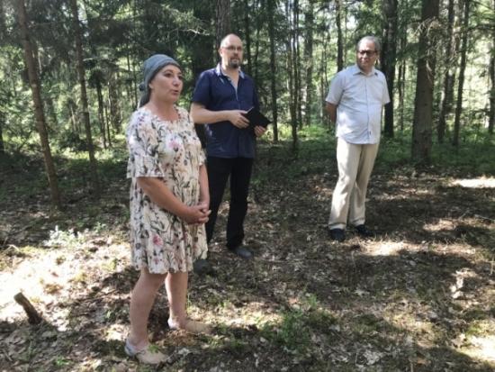 Drabužninkų pilkapių istorija primena Aukštadvario regioninio parko direkcijos vyr. kultūrologė Rita Balsevičiūtė
