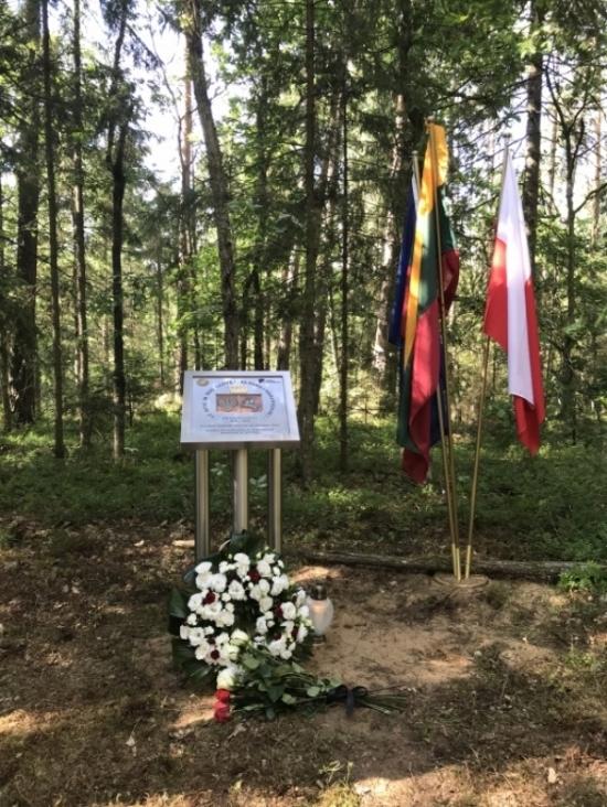 Atidengtas memorialinis paminklas