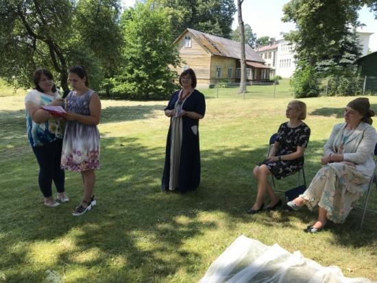 Vyšniūnų kaimo skaitovai, vadovaujami bibliotekininkės Živilės Višniauskienės